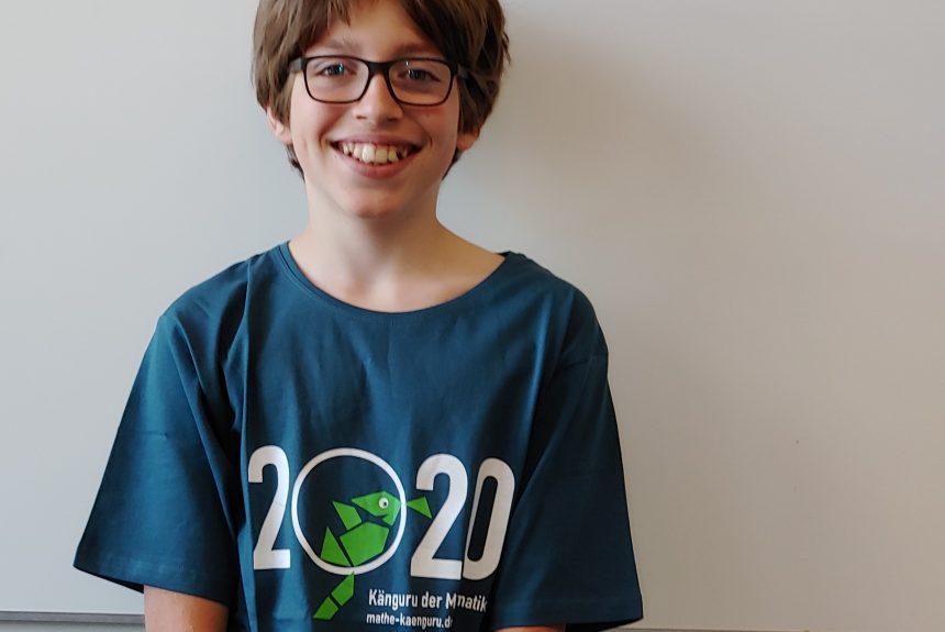 Känguru-Sieger mit T-Shirt