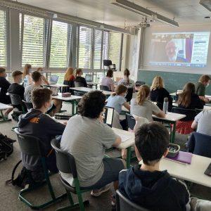 Leben in einem autoritären Staat –  Zeitzeugengespräch der 9. Klassen mit ehemaligem DDR-Häftling