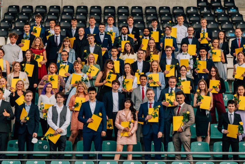 Abiturfeier im Preußenstadion: Das KANT gratuliert seinen 77 AbiturientInnen zum bestandenen Abitur!